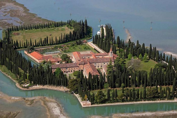 VENICE Islands – Collected Tour in English